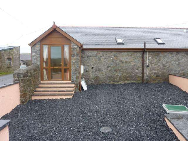 2 Bedrooms Bungalow for rent in St Peters, Near Carmarthen,