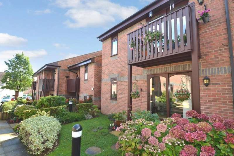 2 Bedrooms Apartment Flat for sale in Paynes Court High Street, Buckingham