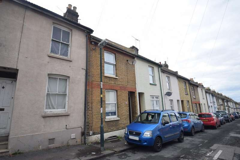 3 Bedrooms Terraced House for sale in Charter Street, Chatham, ME4