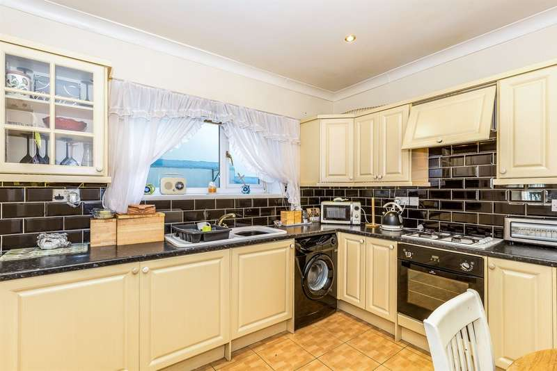 3 Bedrooms Terraced House for sale in Waun Goch Terrace, Nantymoel, BRIDGEND