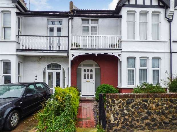 2 Bedrooms Flat for sale in Plas Newydd, Southend-on-Sea, Essex