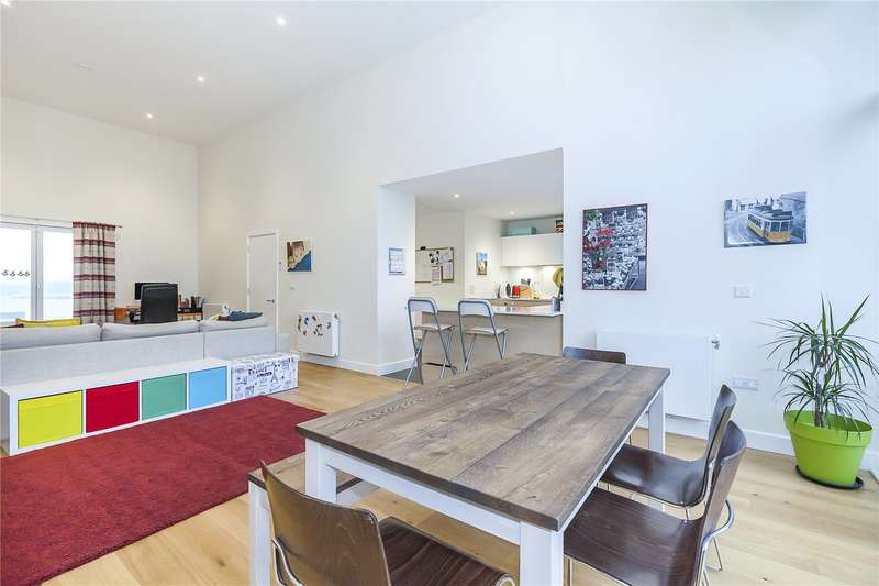 3 Bedrooms Flat for sale in Barquentine Heights, 4 Peartree Way, London, SE10