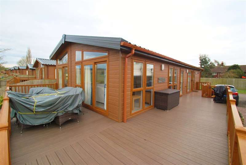 3 Bedrooms Bungalow for sale in The Royal Views, Hagnaby Road, Old Bolingbroke, Boston