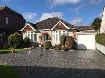 2 Bedrooms Bungalow for sale in Pettigrove Road, Kingswood, Bristol