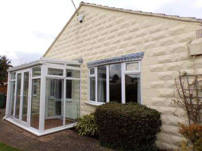 2 Bedrooms Bungalow for sale in Watchcrete Avenue, Queniborough, Leicestershire, England