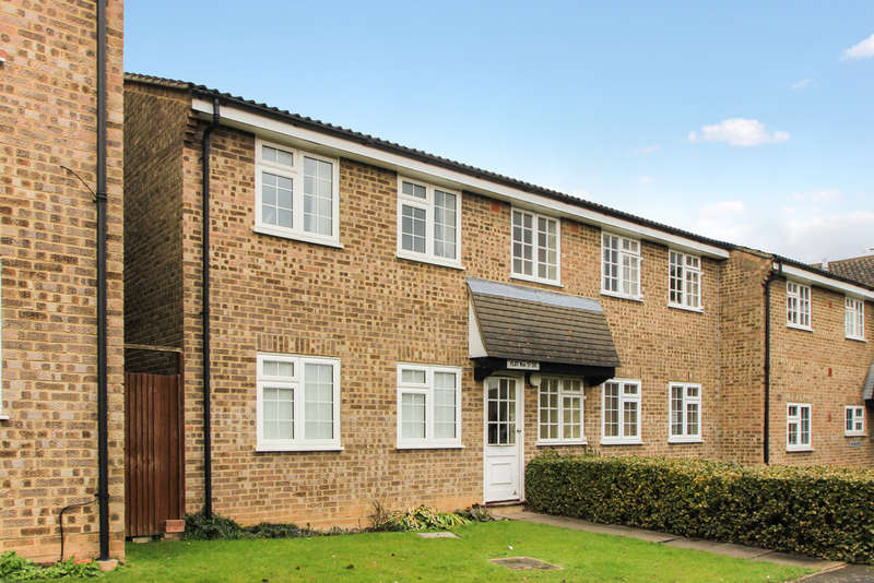 1 Bedroom Flat for sale in Minstrel Gardens, Surbiton