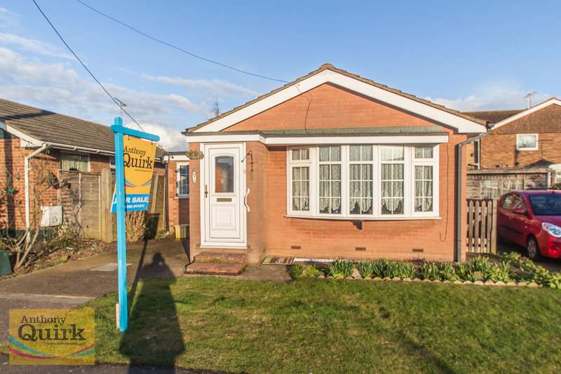2 Bedrooms Detached Bungalow for sale in Henson Avenue, Canvey Island, SS8