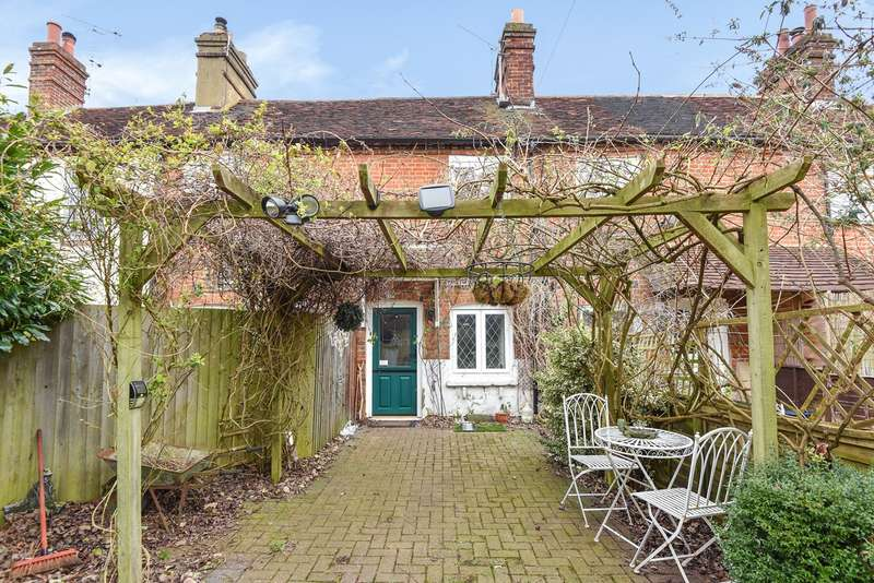 2 Bedrooms Cottage House for sale in Hares Lane, Hartley Wintney, Hook, RG27