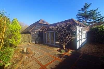 4 Bedrooms Cottage House for rent in Effingham Common, KT24
