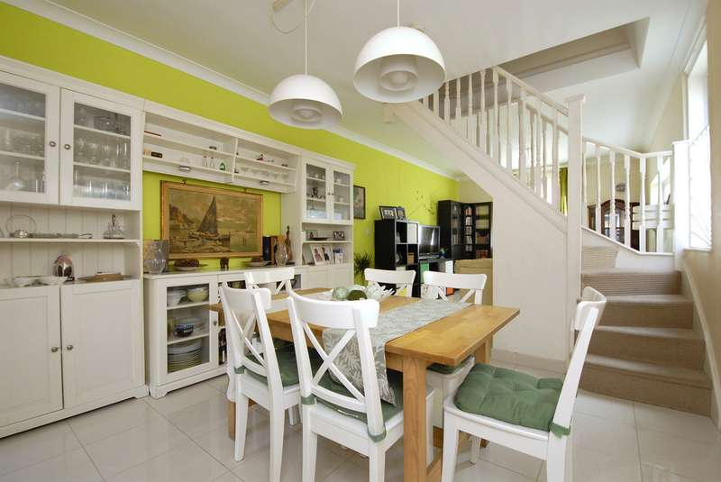 3 Bedrooms Semi Detached House for sale in Beckenham Lane, Bromley BR2