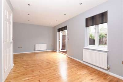 2 Bedrooms Semi Detached House for rent in Loughton