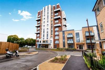 2 Bedrooms Flat for rent in Ark Royal House, Gosport