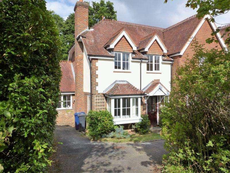 4 Bedrooms Semi Detached House for rent in Larkfield, Ewhurst