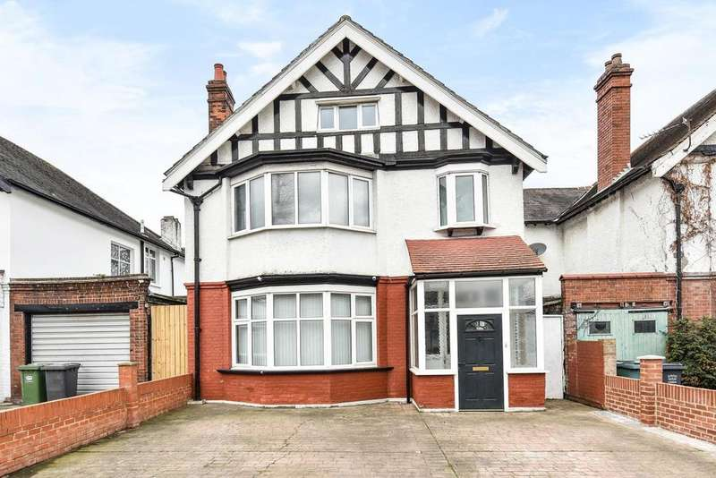 4 Bedrooms Detached House for sale in Beckenham Hill Road, Catford
