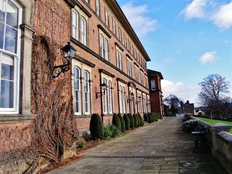 2 Bedrooms Flat for rent in The Old College, Steven Way, Ripon, HG4 2TQ