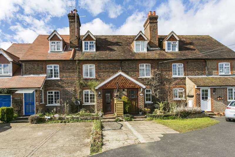 3 Bedrooms Terraced House for sale in Little Mill