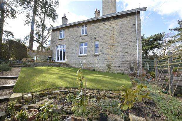 3 Bedrooms Semi Detached House for sale in Cleeve Hill, Cheltenham, GL52