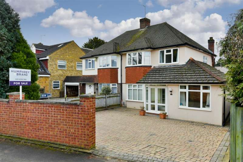 3 Bedrooms Property for sale in Ditton Hill Road, Surbiton