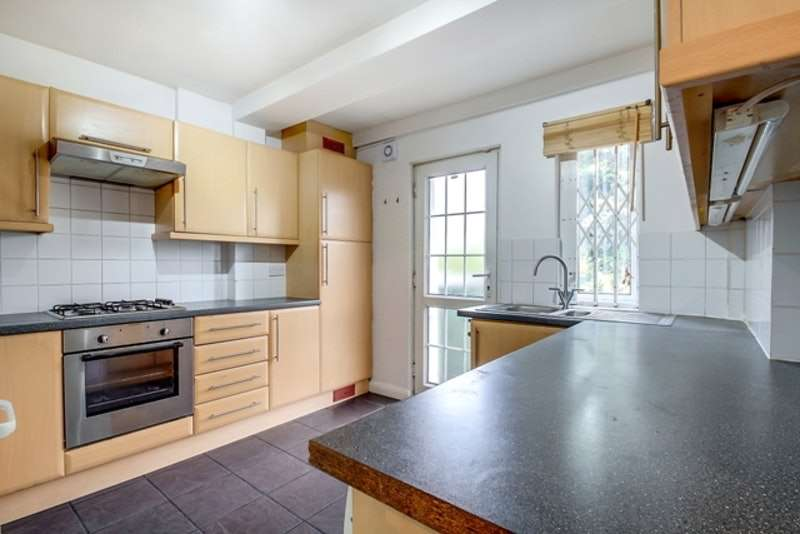 2 Bedrooms Maisonette Flat for sale in Bridge Road, London, Neasden, Willesden, London, NW10
