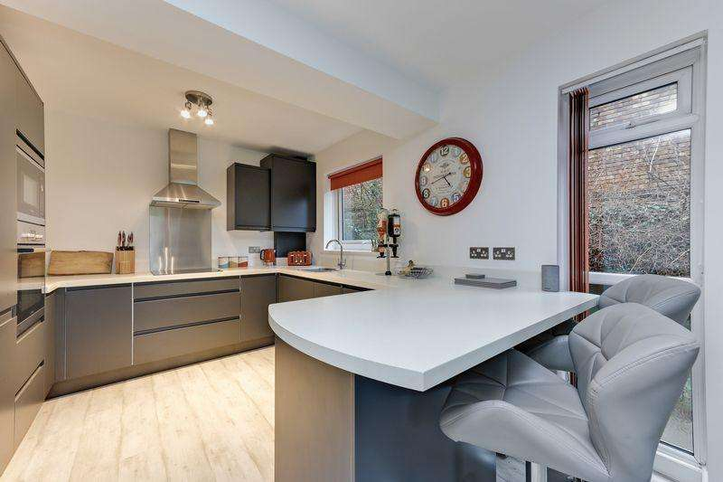 1 Bedroom Apartment Flat for sale in Copers Cope Road, Beckenham