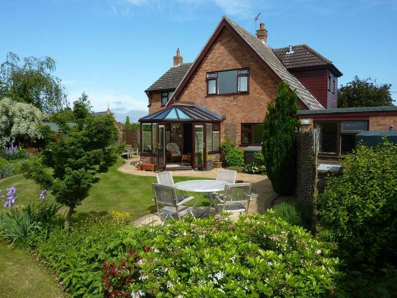 4 Bedrooms Detached House for sale in School Lane, Hales, Norwich