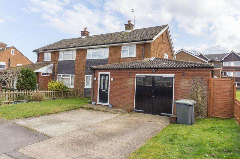 3 Bedrooms Semi Detached House for rent in Flitwick