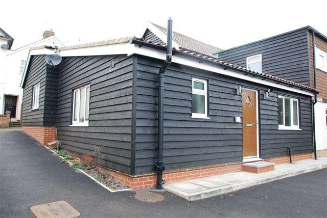 2 Bedrooms Bungalow for rent in WOODFIELDS MEWS, STANSTED