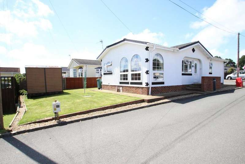 2 Bedrooms Mobile Home for sale in Folly Lane, Whippingham