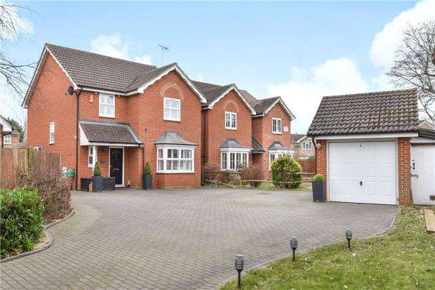 4 Bedrooms Detached House for sale in Frogmore Road, Frogmore, Surrey