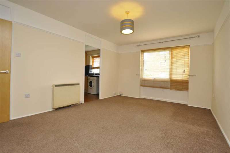 2 Bedrooms Flat for sale in Cornflower Drive, Springfield