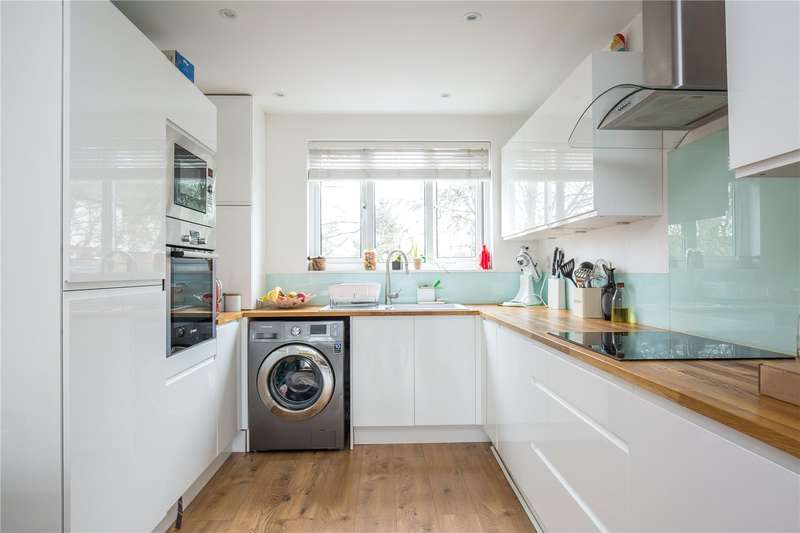 2 Bedrooms Maisonette Flat for sale in Park Farm Close, East Finchley, London, N2