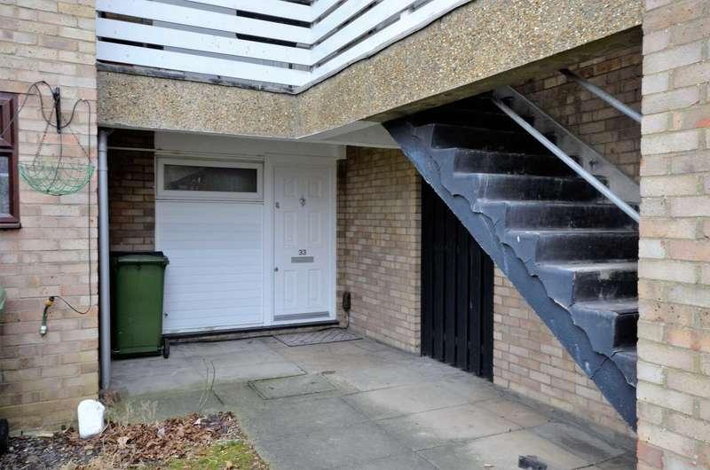 1 Bedroom Flat for sale in Ravensfield, Barstable West, Basildon