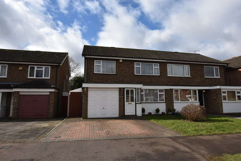 3 Bedrooms Semi Detached House for sale in Maplefield, Park Street, St. Albans