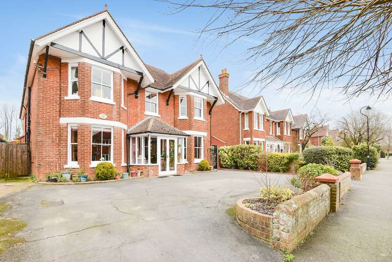 6 Bedrooms Detached House for sale in Richmond Road, Basingstoke, RG21