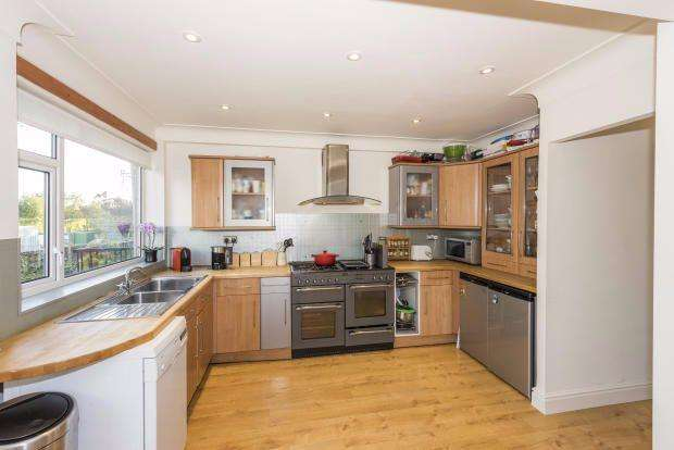 3 Bedrooms Terraced House for rent in Riversdale Mews