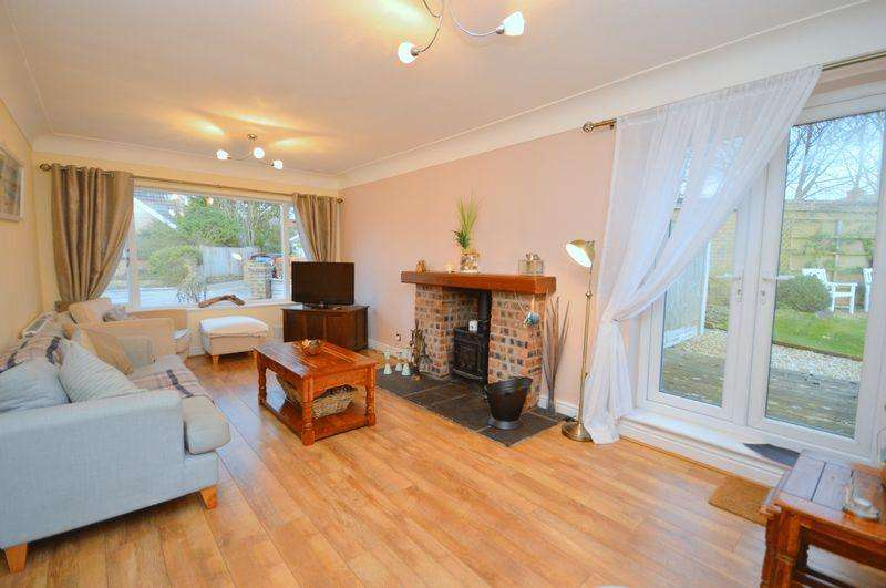 2 Bedrooms Detached Bungalow for sale in Woodland Avenue, Widnes