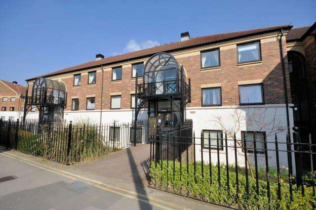 2 Bedrooms Apartment Flat for sale in Cherry Hill Lane, York, YO23 1AW