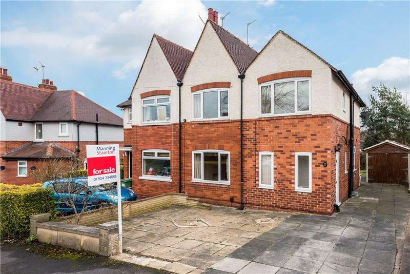 3 Bedrooms Semi Detached House for sale in Mount Crescent, Wakefield, West Yorkshire