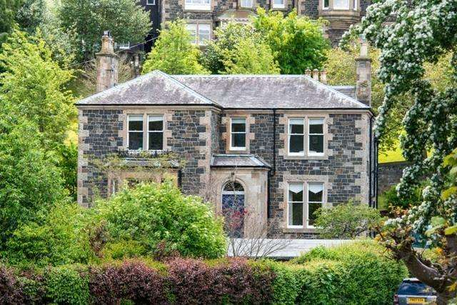 4 Bedrooms Detached House for sale in Springmount, Caledonia Road, Peebles, Scottish Borders