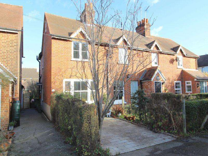 2 Bedrooms Cottage House for rent in Brickfield Cottages, Priests Lane, Brentwood