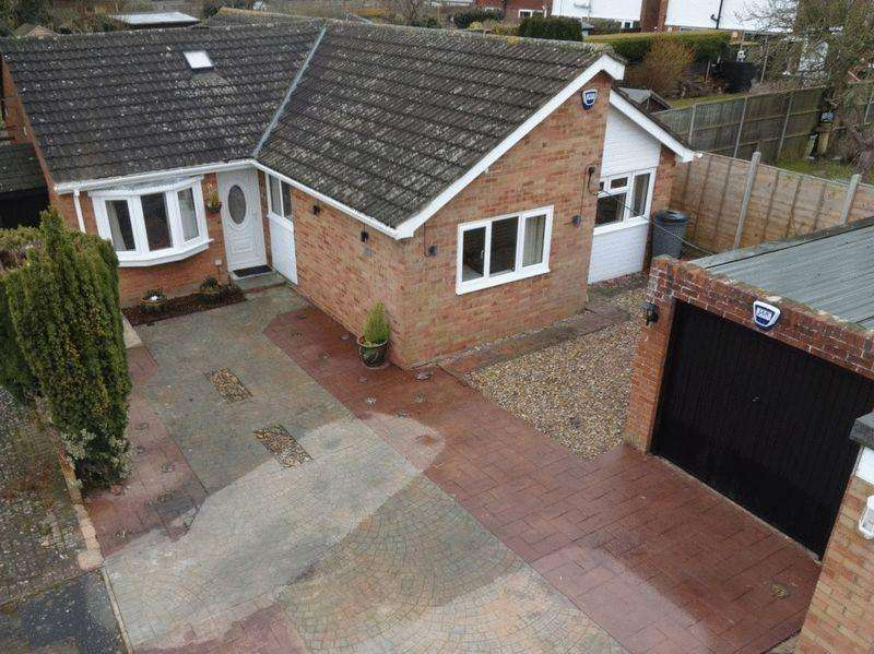 4 Bedrooms Detached Bungalow for sale in Bletchley