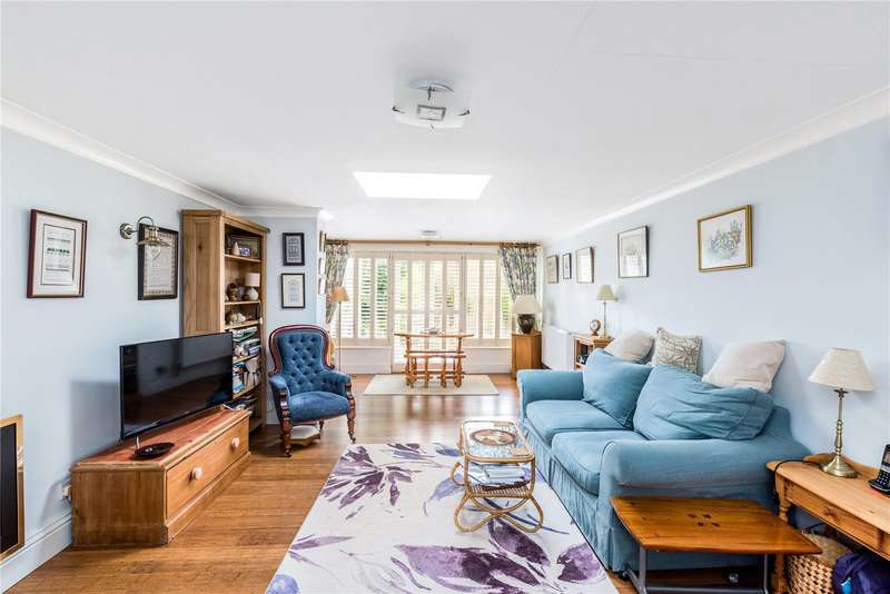 3 Bedrooms Detached Bungalow for sale in St. Peters Close, Wilton, Salisbury, Wiltshire, SP2
