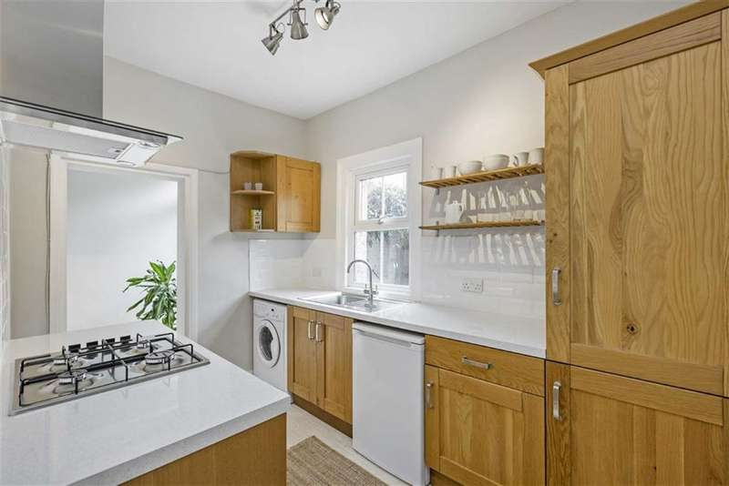 1 Bedroom Flat for sale in Lucien Road, Tooting, London
