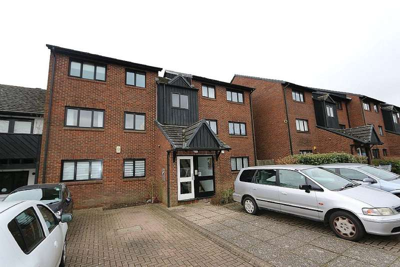 2 Bedrooms Flat for sale in West Quay Drive, Hayes, London, UB4 9TA