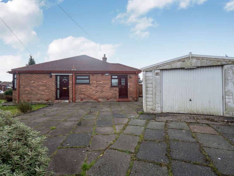 2 Bedrooms Semi Detached Bungalow for sale in Brierley Road West, Swinton, Manchester, M27