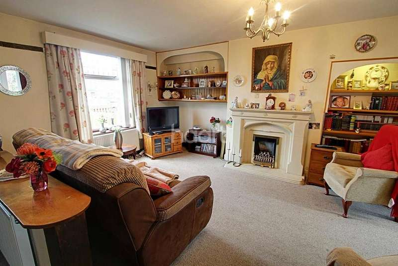 3 Bedrooms Terraced House for sale in Hallam Crescent East, Leicester