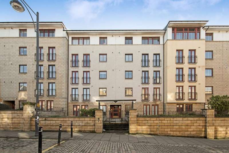 2 Bedrooms Flat for sale in 15/9 High Riggs, Tollcross, Edinburgh, EH3 9BW