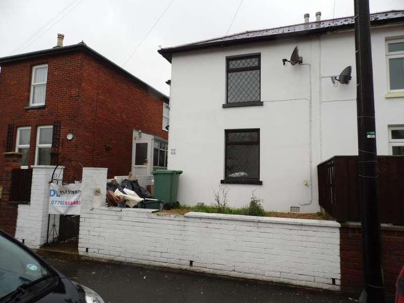2 Bedrooms Semi Detached House for rent in Avenue Road, Sandown PO36