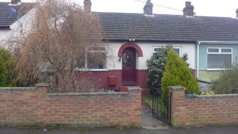 2 Bedrooms Semi Detached Bungalow for rent in Beech Road, Carlton Colville