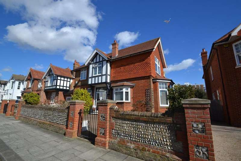 4 Bedrooms Detached House for sale in Madeira Avenue, Worthing, BN11 2AU
